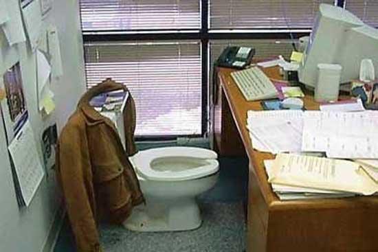 Приколы над сотрудниками в офисе
