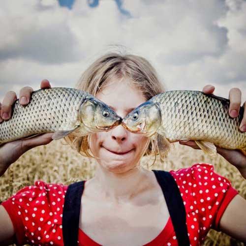 Смешные фото людей с рыбой